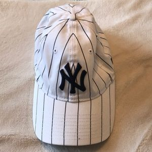 White striped New York Yankees Womens baseball hat